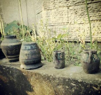 Little Urns at Mums garden / kelvinsm,2012