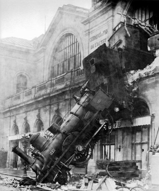 Train wreck at Montparnasse 1895 (public domain)