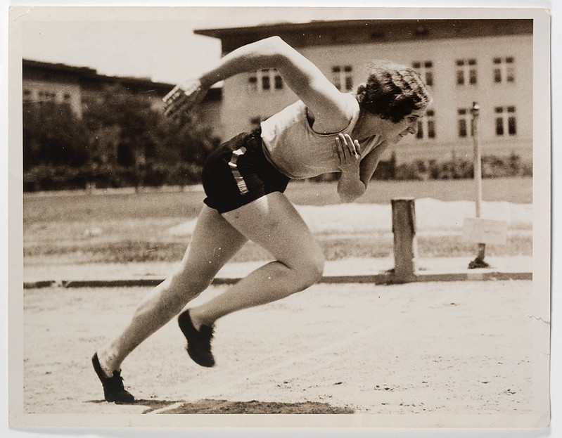 Eileen Wearne training at Manual Arts High School, Los Angeles, 1932 / photographer unknown c/- Flickr State Library of NSW